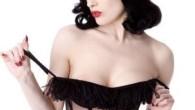 Striptizerka z klasą, ex-kobieta Marilyna Mansona i modelka poruszająca serca dojrzałych mężczyzn w jednej osobie, czyli Dita von Teese w pełnej krasie. Modelka urodziła się 28 września 1972 roku w […]