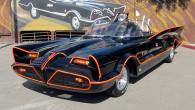 """Słynny pojazd Batmobile znany z serialu """"Batman"""" z 1966 r. został sprzedany za 4,2 mln dolarów."""