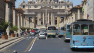 Watykan – najmniejsze i najbardziej wyjątkowe państwo świata – jest jednym z najchętniej odwiedzanych miejsc na terenie państwa włoskiego.