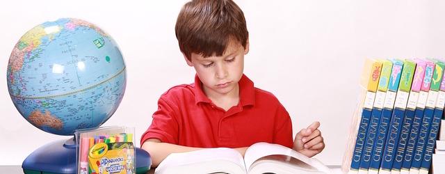 dziecko-odrabia-lekcje