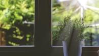 Osoby starsze pamiętają zapewne jeszcze czasy okien drewnianych, których umycie zabierało ogrom czasu i energii. Konieczne było ich wcześniejsze rozkręcenie, co zabierało niestety cenny czas.
